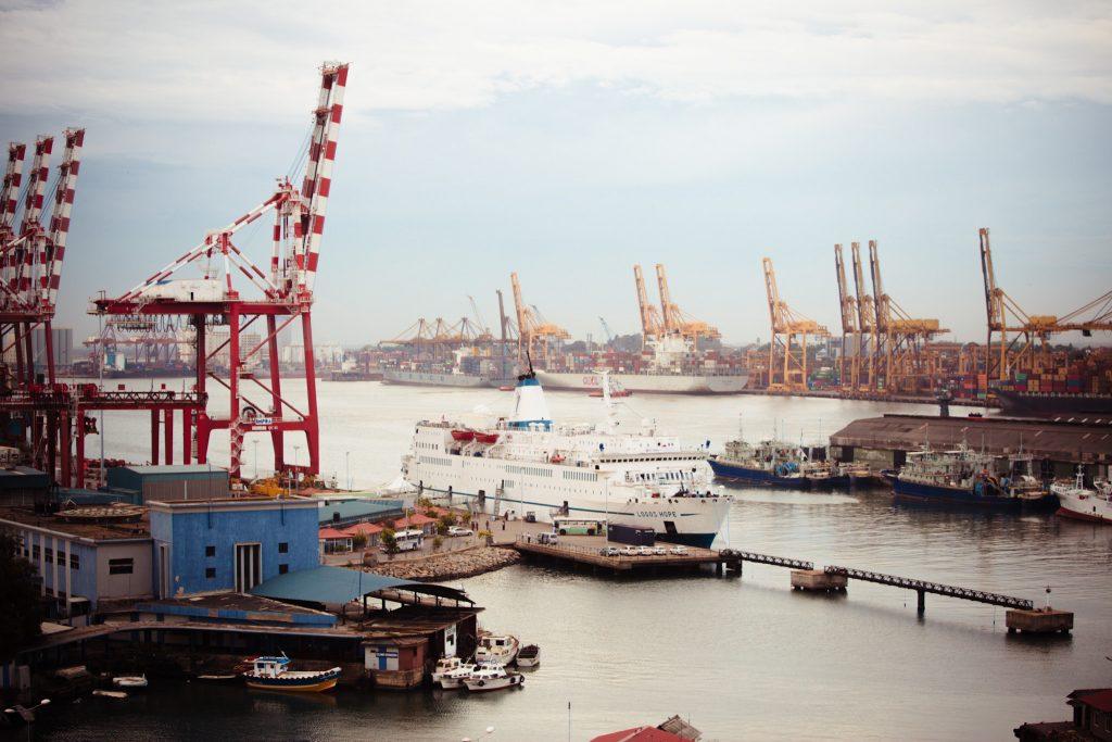 Ship_in_Colombo_port