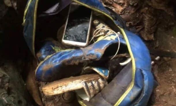 รองเท้าของเด็กที่หายไปในภ้ำหลวง